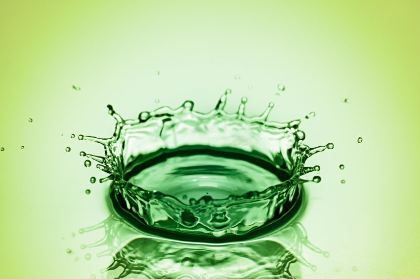 splash in green water